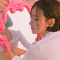 將對粉色的執著落實於各個生活角落,仙氣藝術家Kim Miu。