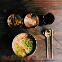 和幸福劃上等號的清爽美味,合井站限量豬肉湯飯專賣店-屋同食。